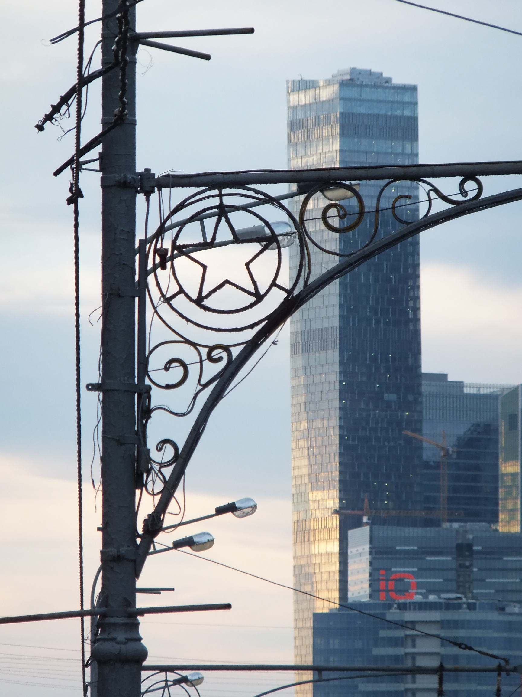 Laterne_Stern_dahinter_Moscow_City