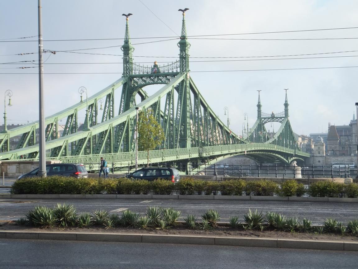 Grüne_Brücke_Sonne